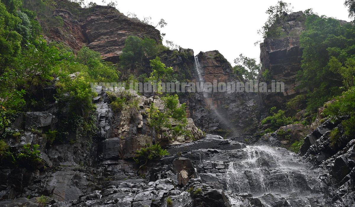 Top Ten tourist places in Andhra Pradesh_Talakona waterfall